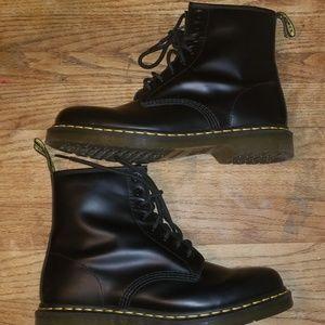 Dr. Martens Shoes - black dr. martens